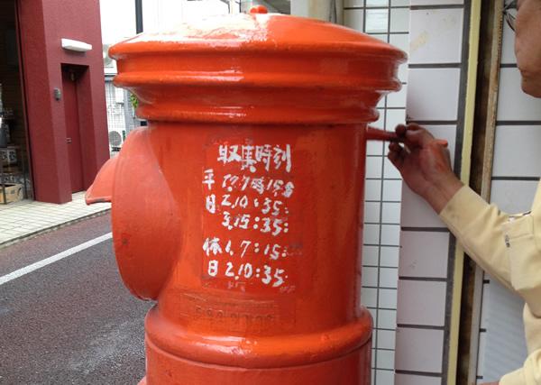 通りに戻ってきた丸型郵便ポスト