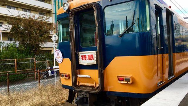 近鉄道明寺線を特急車両が走行