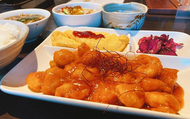 koto-naのエビチリ定食