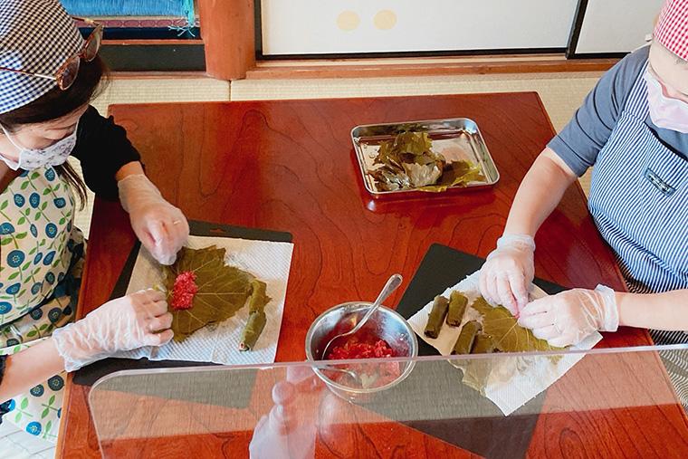 ぶどうの葉の肉巻き、ぶどうを使ったサバサンドも美味しく! イイネットのサロン